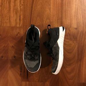 Woman's Black Nike Metcon size 7